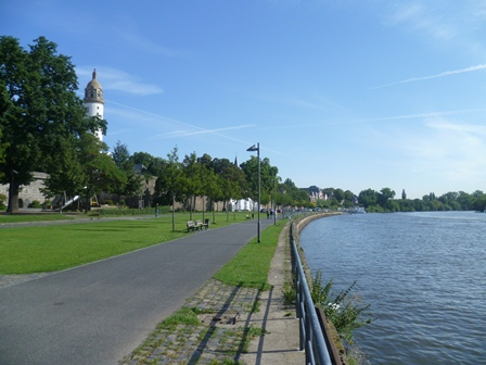 Mainufer in Höchst